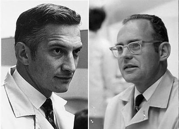 Robert Noyce à esquerda e Moore à direita.