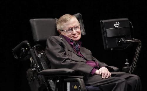 Stephen Hawking precisa de uma voz e os famosos querem ajudar