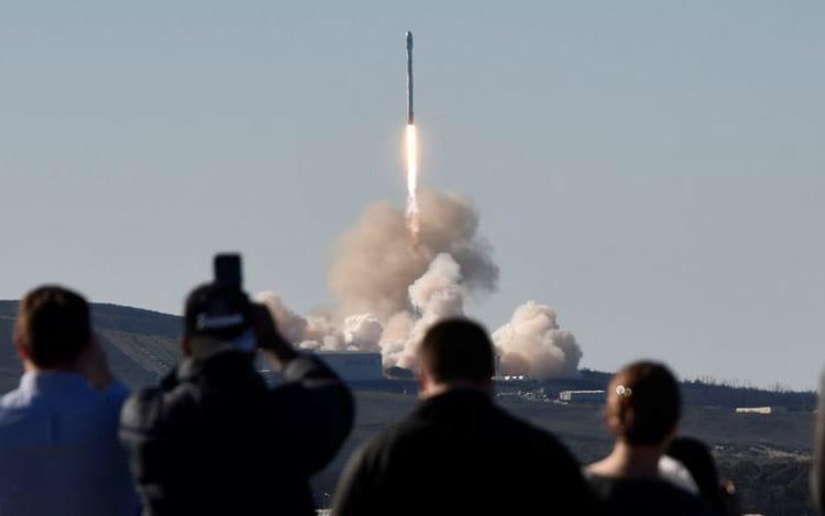 Nave SpaceX leva carga secreta do governo dos EUA