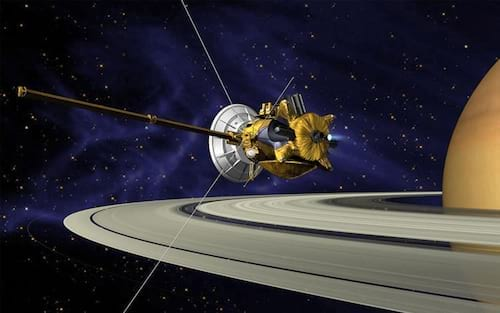 Sonda Cassini registra as duas luas de Saturno