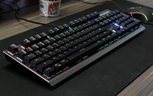 7 melhores teclados mecânicos com um bom custo-benefício