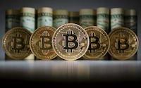 Bitcoin passa a custar mais de R$ 7.000
