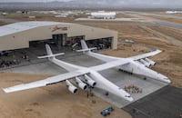 Cofundador da Microsoft apresenta o maior avião do mundo