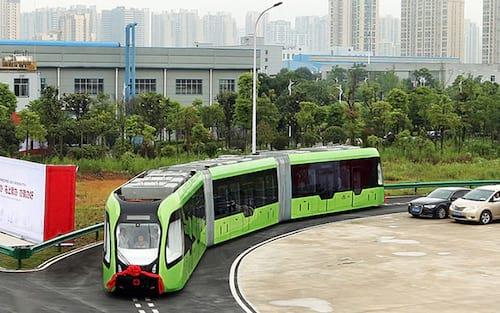 Trem autônomo é capaz de circular seguindo marcações no chão