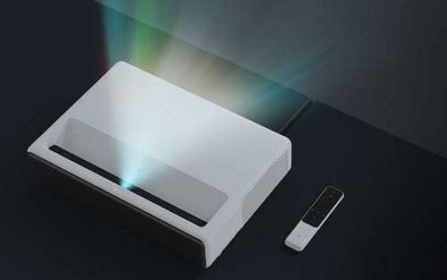 Xiaomi lança projetor a laser de 150 polegadas que promete trazer o cinema para sua sala