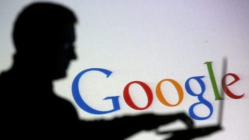 Google está sendo acusado de pagar professores para gerar influências políticas