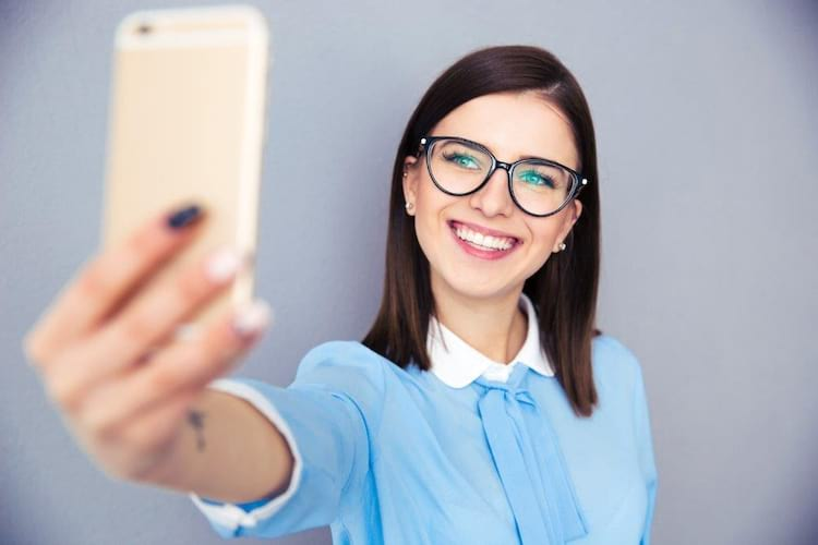 Jovem queria tirar selfie e provocou estragos de milhares de euros [VÍDEO]