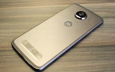 Review Moto Z2 Play - Análise completa. Será que a Motorola acertou o caminho da modularidade?