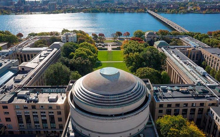 Cientista do MIT é preso por pesquisar no Google