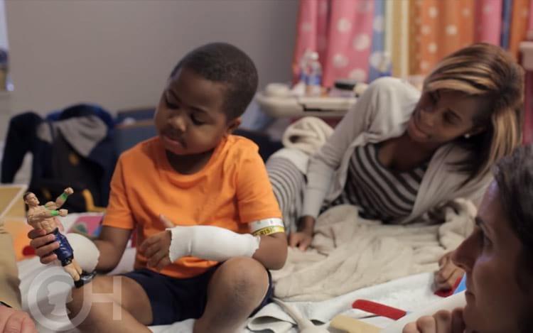 Primeiro transplante duplo de mãos é bem-sucedido nos Estados Unidos