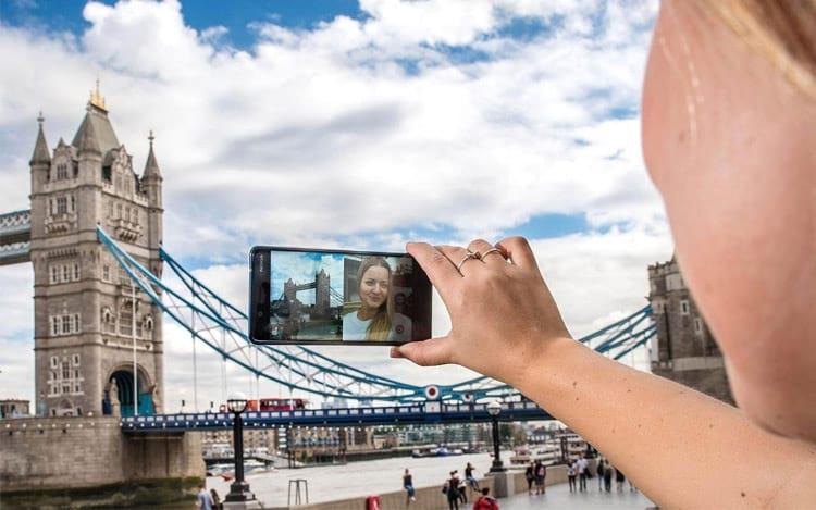 É possível utilizar as câmeras simultaneamente