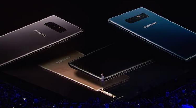 São 4 cores, dourado, azul, cinza e preto.