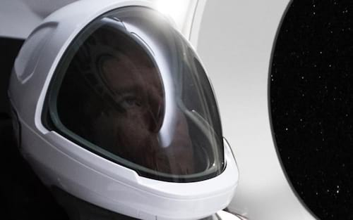 SpaceX mostra o traje espacial do futuro