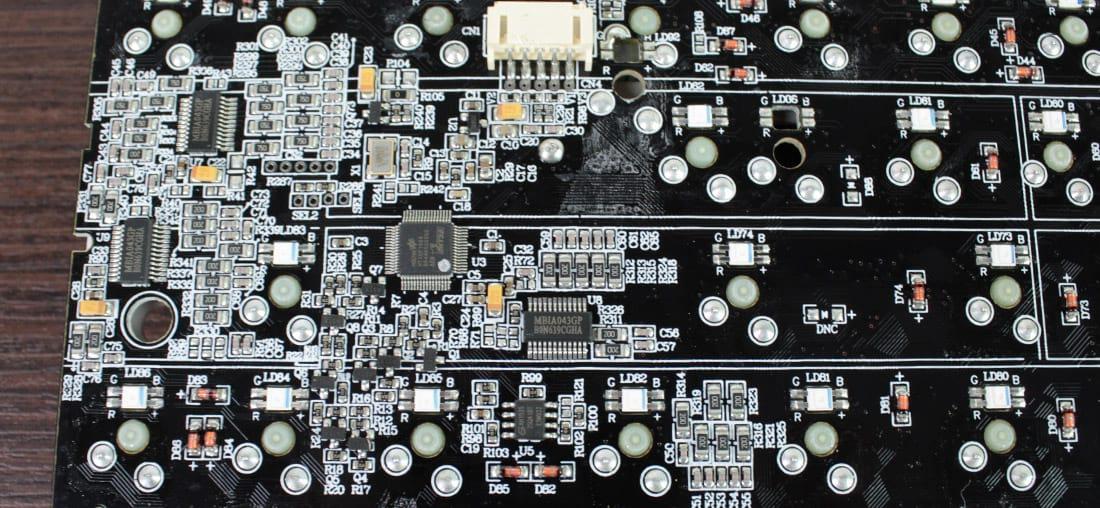 Componentes da PCB do MasterKeys Pro S
