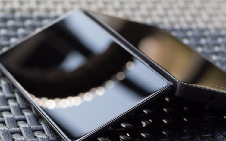 ZTE irá lançar smartphone dobrável com duas telas