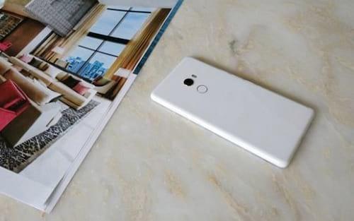 CEO da Xiaomi é quem divulga mais fotos do Mi Mix 2 branco