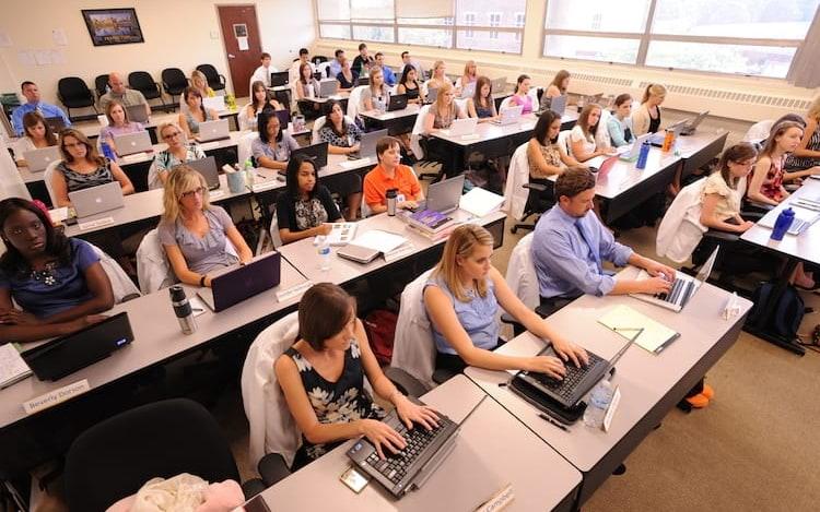 Dinamarca quer que alunos revelem histórico de busca a professores.