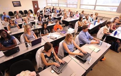 Dinamarca quer que alunos revelem histórico de busca a professores