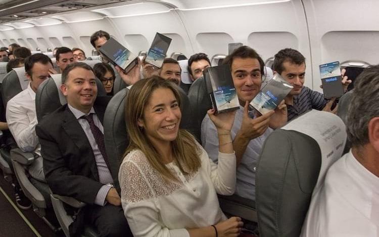 Samsung distribui Galaxy Note 8 de graça em avião.