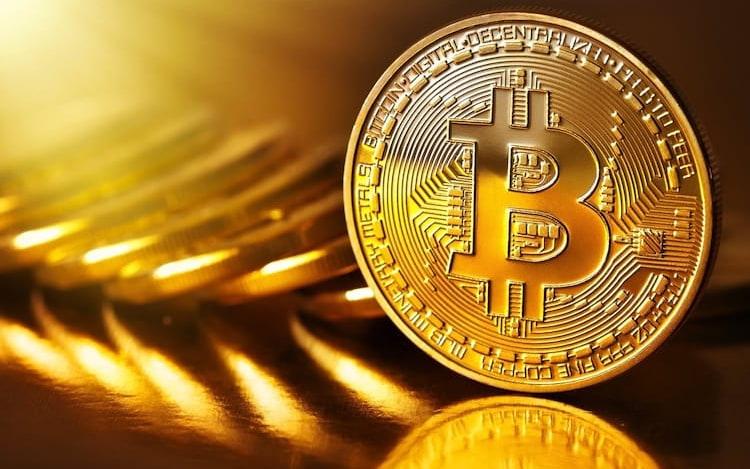Recorde: Bitcoin passa a custar mais de R$ 21 mil.