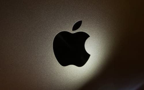 Apple oferece ajuda ao FBI para desbloquear iPhone de atirador do Texas