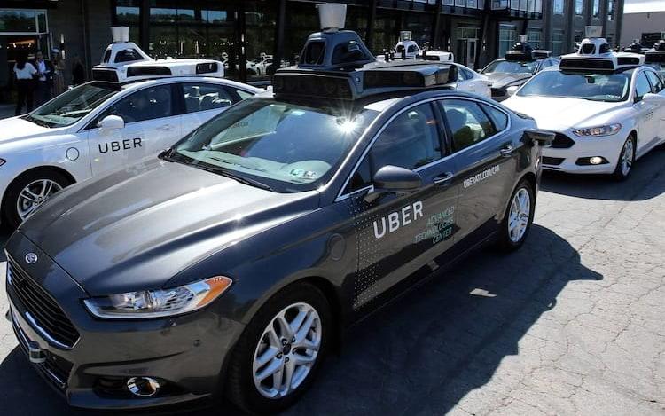 Engenheiro de carros autônomos comenta sobre desrespeito as leis de trânsito no Brasil.