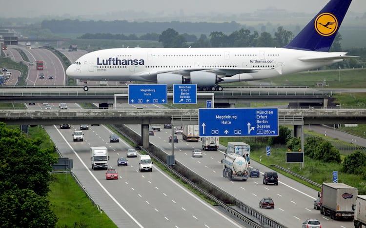 Hoje o A380 é o maior avião comercial do mundo