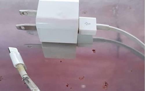 Adolescente morre eletrocutada pelo cabo de seu iPhone