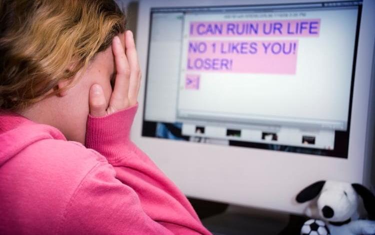 Estudo mostra que aumentou número de jovens que praticam auto-cyberbullying.