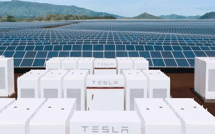 Elon Musk entrega bateria gigantesca em menos de 100 dias.