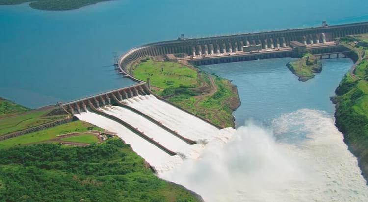 A usina de Itaipu é a maior fonte de energia limpa do mundo hoje