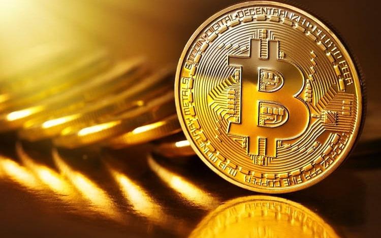 Bitcoin atinge a marca de US$ 10 mil pela primeira vez.