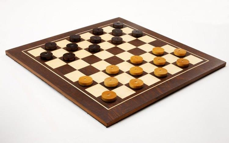 Jogo requer criatividade, concentração, memorização e  disciplina.