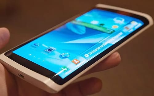 Samsung deve anunciar smartphone com display de bordas curvas em 180º