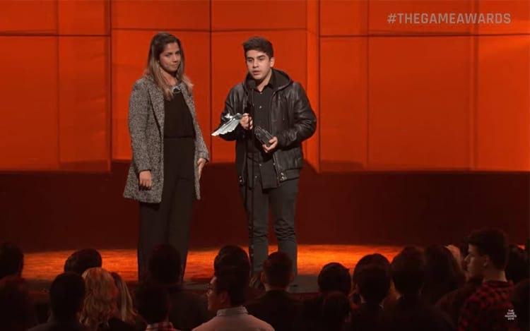 """Marcelo """"Coldzera"""" David, recebendo a premiação de 2016."""