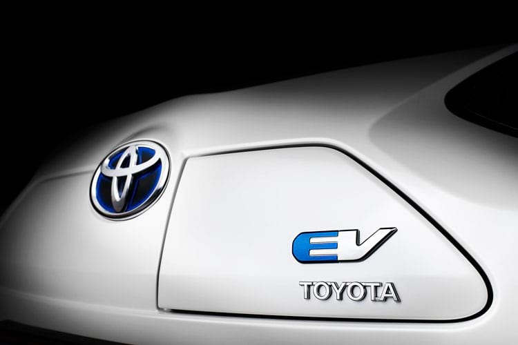 Toyota vai tornar elétrica toda sua linha de carros  até 2025