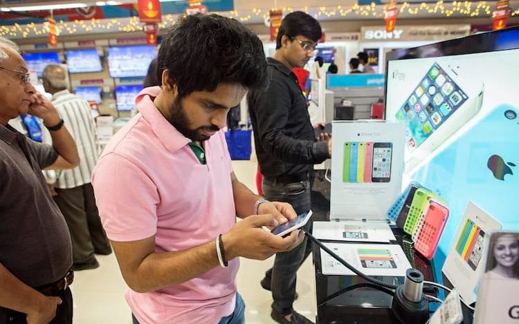 Samsung e Apple aumentam o valor de seus smartphone na Índia.