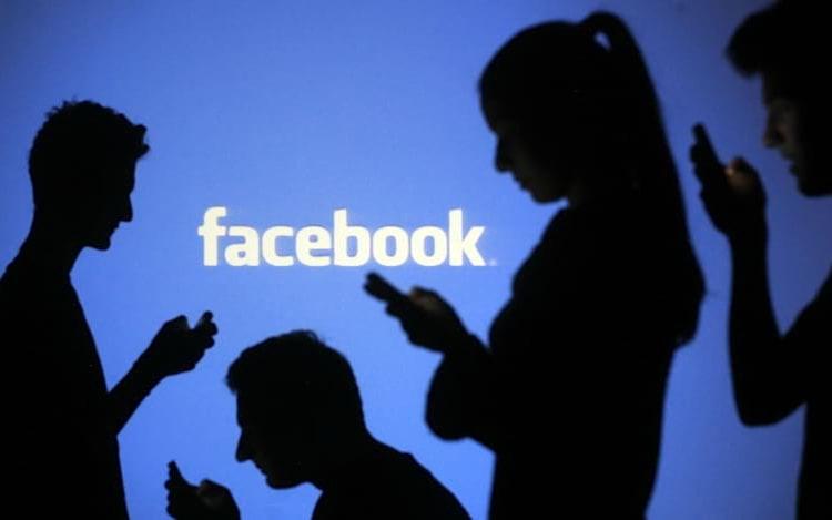 Facebook explica como os posts são ordenados no feed.