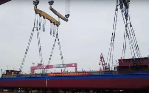 China inaugura primeiro navio cargueiro totalmente elétrico