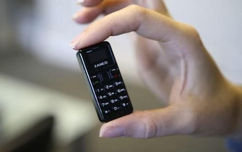 Conheça o menor celular do mundo