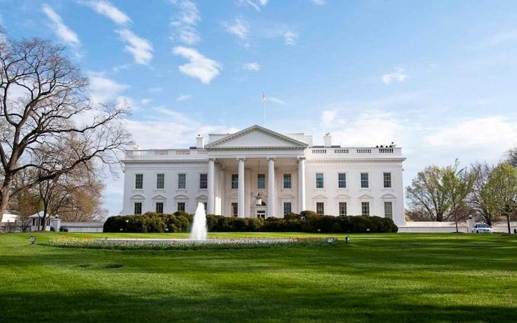 Casa Branca proíbe a entrada de celulares.