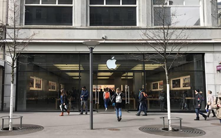 Bateria superaquecida de iPhone fere técnico e evacua loja da Apple