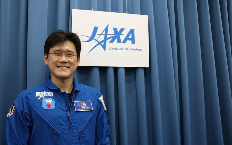Será? Astronauta japonês aumenta de tamanho após viagem ao espaço.