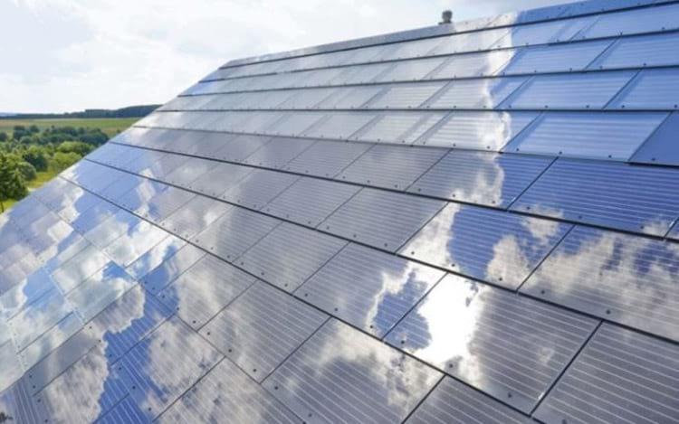 Telhado solar da companhia é mais barato que o teto tradicional