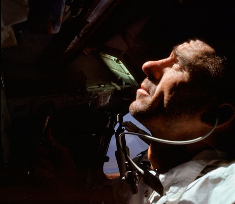 Walt Cunningham durante a missão Apollo 7