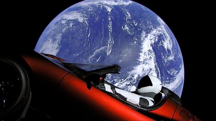 """Imagem real da câmera que acompanha o Tesla e o """"Starman"""""""