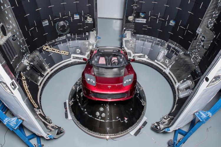 Roadster se preparando para atravessar nosso sistema solar