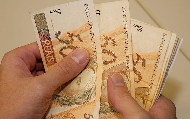 Dinheiro de conta salário poderá ser transferido diretamente para conta digital.