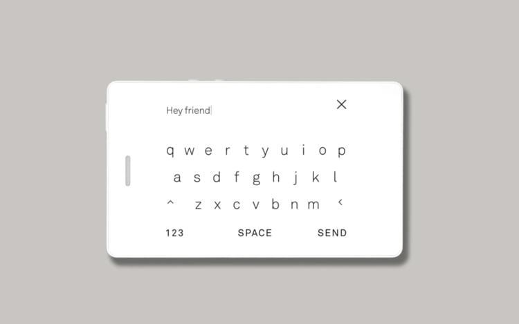 Com um teclado alfabético maior e mais possibilidades de contato.