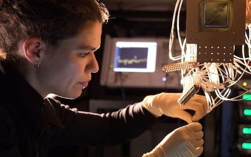 Google revela processador quântico Bristlecon, com 72 qubits